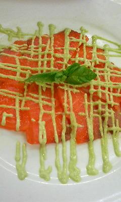 サーモンのカルパッチョ ジェノバ風マヨネーズソース